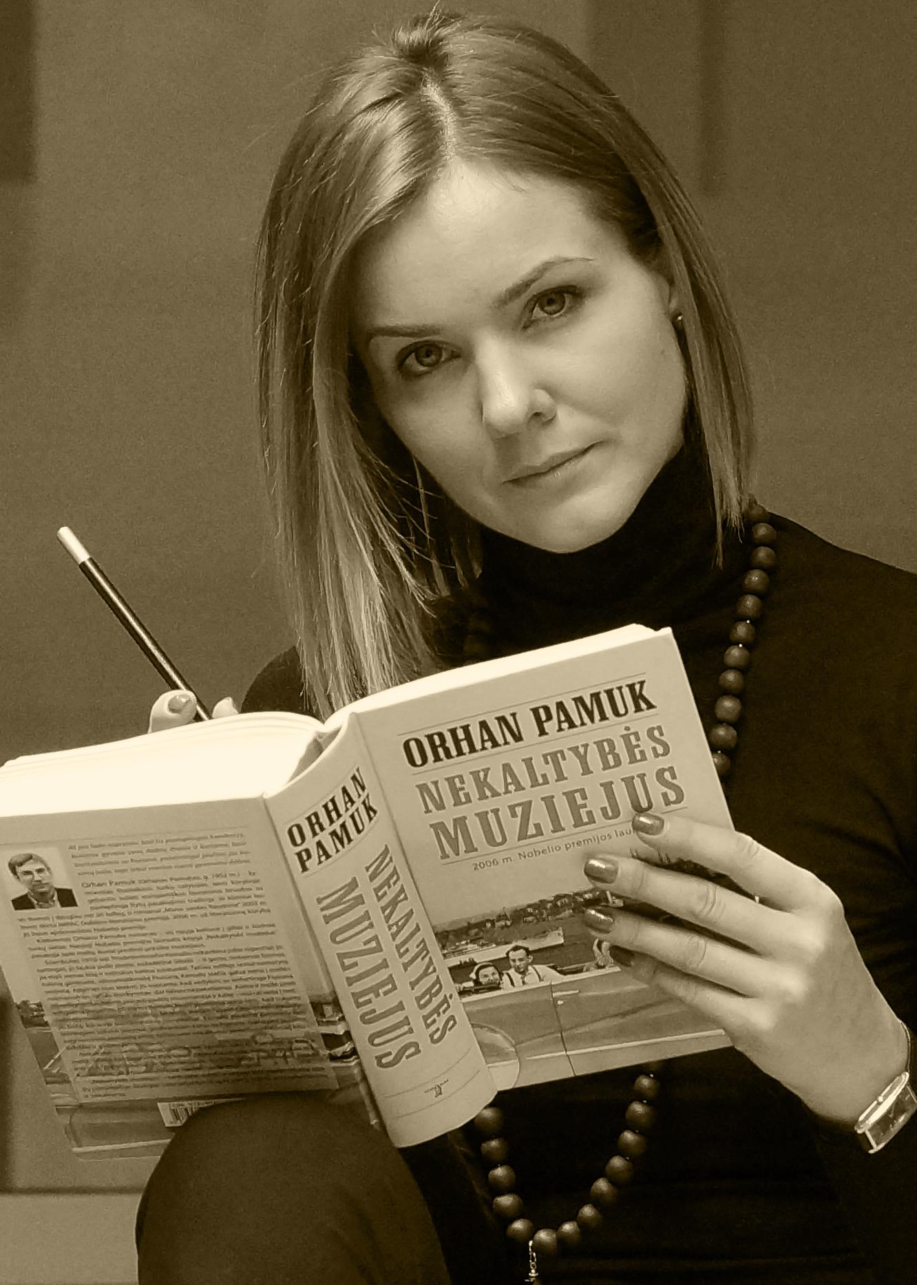 Lina Kairytė su knyga
